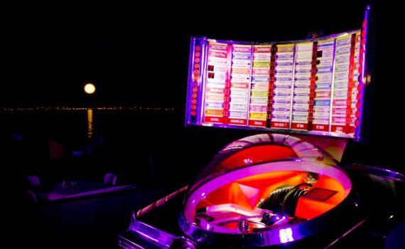 JUKEBOX - Caningam, Feste con Jukebox, Festa con Jukebox, Matrimonio con Juxebox, Evento con Jukebox, Jukebox a Palermo